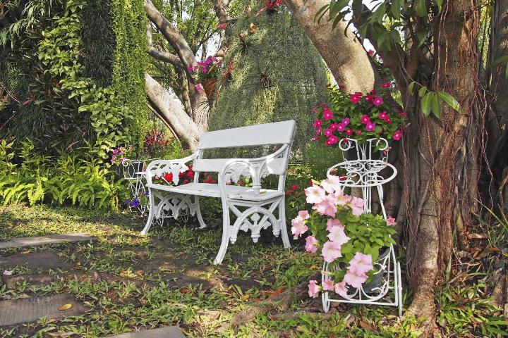 Figure 2.An outdoor garden room with seating, garden art, mulch, hardscape, a water feature, a birdbath, or other focal points is sometimes the best solution for difficult shade.