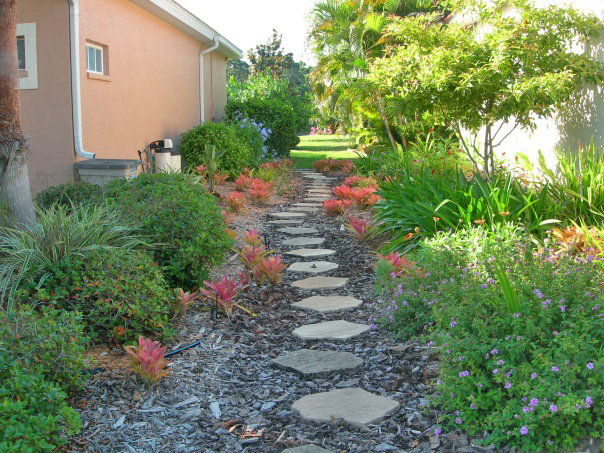 Figure 16.Stepping stone pathway and mulch provide access through a side yard.