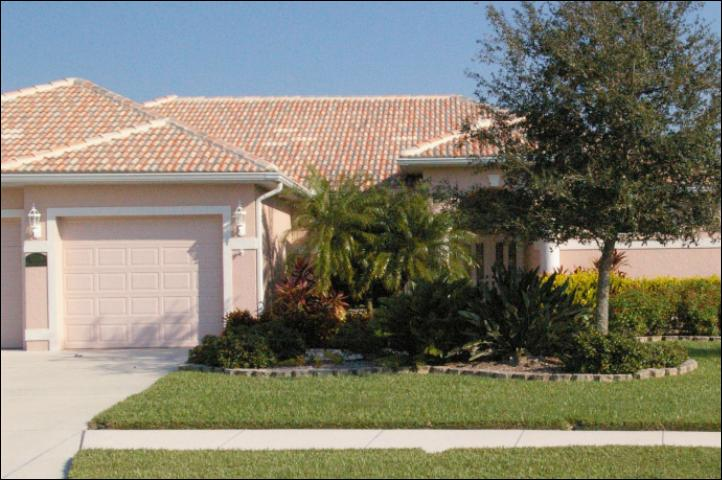 Figure 1.BEFORE -- January 2009. A traditional development landscape in Osprey, Fla., with a limited variety of plants.