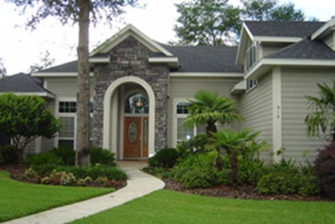 Figure 1.A Florida-Friendly landscape that appears similar to a traditional front-yard landscape.